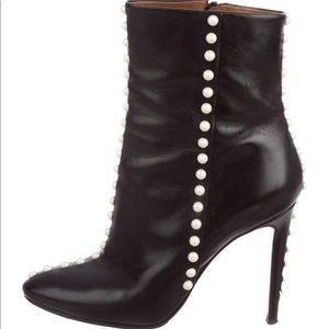 Aquazurra faux pearl black booties